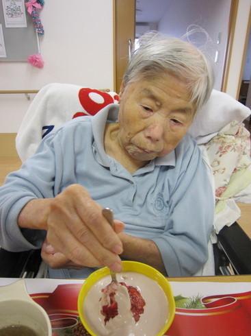 13 ミキサー食の方にはケーキも苺も食べやすくさせていただきました.jpg