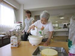 ①ホイップクリーム作り.JPG
