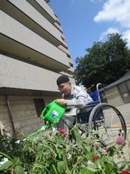 ①今日は、暑い中1階花壇にある花に水やりして下さいました。.jpg